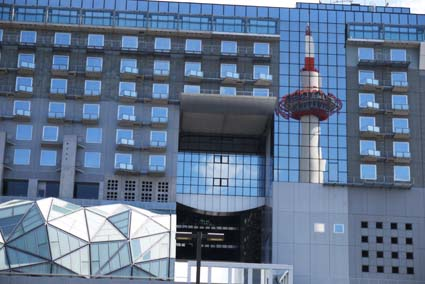 青空と京都タワー-6(20150715).jpg