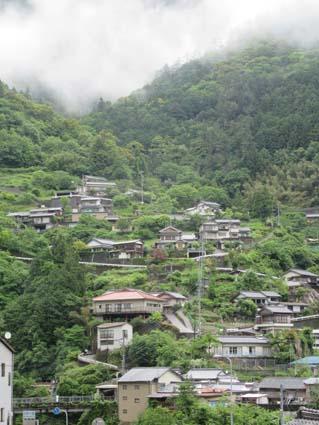 山肌の住宅-4(20160516).jpg